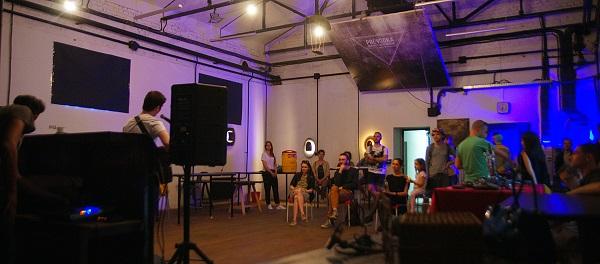 Авторам предоставляется возможность провести первую выставку и показать свои произведения в одном из лучших экспозиционных пространств Москвы — «Кристалл Проводка» в атмосфере, располагающей к продуктивной вдохновенной работе и смелым экспериментам.