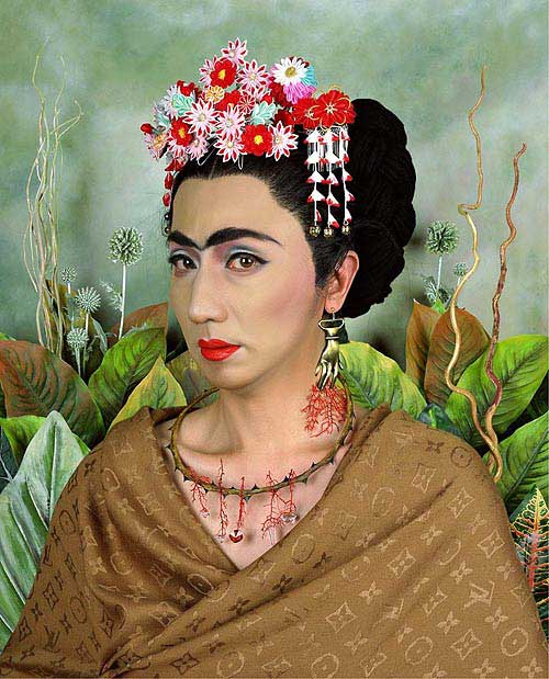 Фото: Yasumasa Morimura An Inner Dialogue with Frida Kahlo (Hand Shaped Earring) 2001 г.
