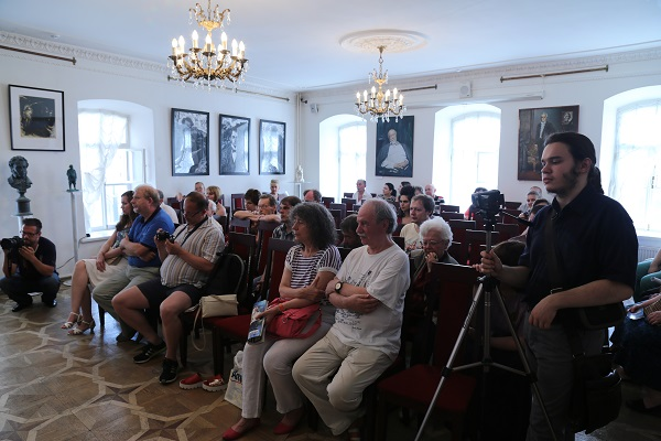 На открытии выставки Русская литература и Крым в музее Марины Цветаевой