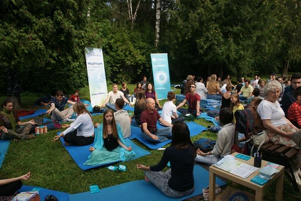 И конечно, многие приобщились к йоге, без занятий которой не мог обойтись и этот праздник