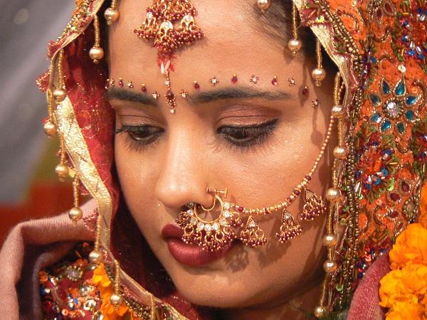 Невеста в Индии Благодаря любви к  нарядам и  украшениям, индийские женщины выглядят как принцессы