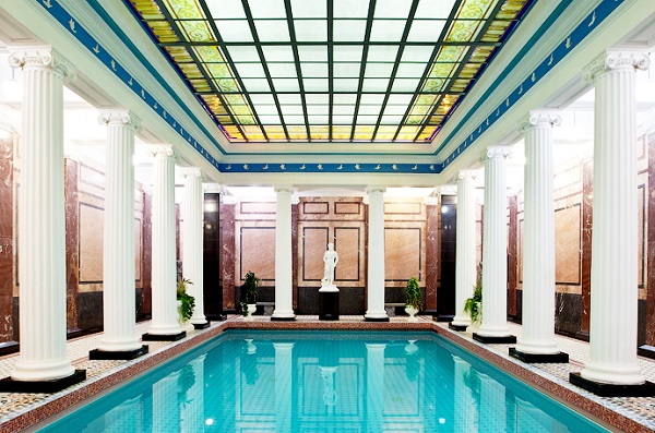 Самый большой, и, должно быть, самый первый бассейн в дореволюционной Москве. Размер бассейна 15х6 м, глубина 1 м до 1,93 см. Температура воды 28-29°С
