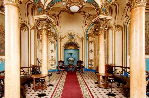 По словам местных экскурсоводов, большинство всех интерьеров  Сандуновских бань сохранились с XIX века
