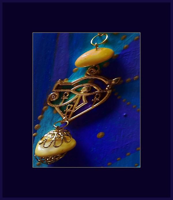 """Здесь использованы декоративные элементы люксовой фурнитуры и натуральный янтарь Серьги """"Египетское Возрождение"""" Коллекция Софии Загряжской"""