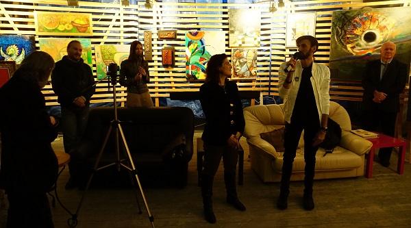 Мари Азнавур и Sunny Cross певец, автор песен участники выставки