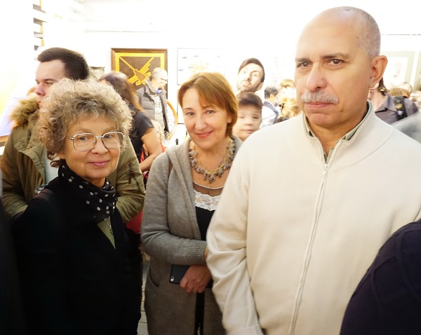 Мария Ставрова (в центре) переводчик, искусствовед, супруга Йослена Арриохаса Орсини  Йослен Арриохас Орсини  скульптор, художник, поэт (Венесуэла) слева художник Светлана Богатырь -- гостья из Марселя (Франция)