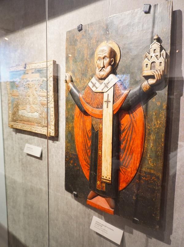 Святитель Николай Чудотворец (Можайский)  конец 17 -  начало 18 вв.. дерево, резьба, левкас, темпера
