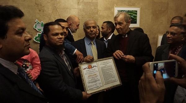 Академия инженерных наук в Посольстве Бангладеш (фото 3 вручение диплома) Арт-Релиз.РФ