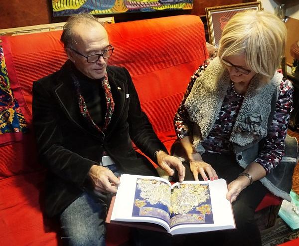 Художник Мухадин Кишев и его супруга Жаклин Диана Мосс в своей мастерской  накануне презентации книги