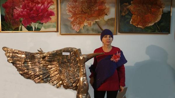 Жанна Булгакова гость мероприятия  у работ Алексея Лоптева (скульптура) и Риммы Юсуповой (живопись по шелку) в Творческой Мастерской Рябичевых