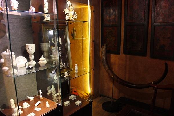 Бивень мамонта - древнейший из известных материалов, используемый  человеком для художественного самовыражения. Акцент галереи на эксклюзивных произведениях искусства, созданных талантливыми и самобытными художниками. Каждый образ, воплощенный в бивне мамонта имеет свое настроение и стиль.