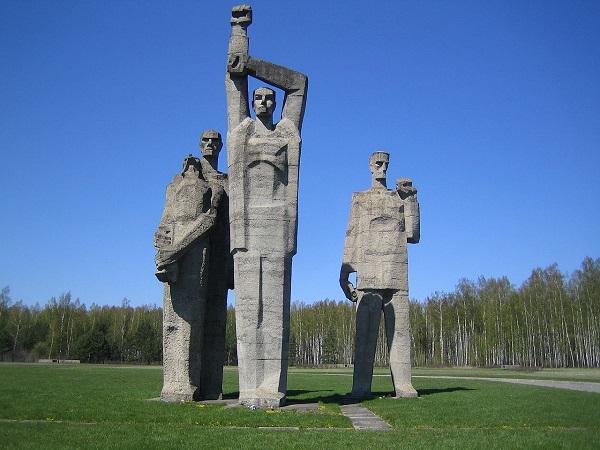 Скульптор  Лев Буковский  Мемориал Саласпилс Центральные фигуры