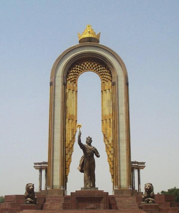 Мемориальный комплекс национального согласия и возрождения Таджикистана с памятником И. Сомони) — величественный памятник Абу Ибрагиму Исмаилу ибн Ахмеду, эмиру из династии Саманидов, основатель сильного государства в Средней Азии, расположенный в столице Таджикистана городе Душанбе.