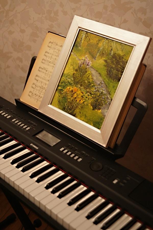 С юного возраста Лидия увлеченно занималась музыкой и математикой. На рисование времени не оставалось, но стремление к творчеству было всегда