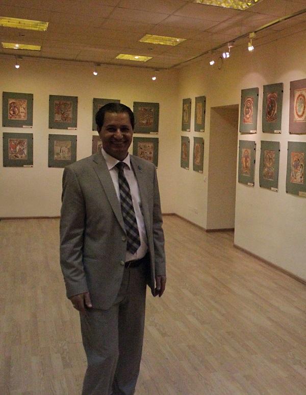 Осама Эльсерви Советник по вопросам культуры  Посольства Арабоской Республики Египет в Москве на выставке графики  Академии Народного искусства
