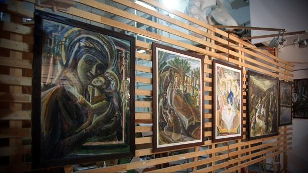 Выставка Юры в Творческой Мастерской Рябичевых картины на стендах Арт-Релиз.РФ