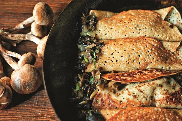 """Блинчики со свежими лесными грибами. Рецепт и фото Марины Проняковой  Книга """"Просто о вкусном, или как получать удовольствие на кухне"""""""