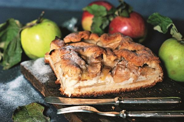 """Яблочный пирог с кремовой заливкой. Рецепт и фото Марины Проняковой  Книга """"Просто о вкусном, или как получать удовольствие на кухне"""""""