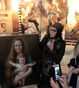 Художник  Татьяна Кузьмина-Чугунова  с портретом Марины Проняковой