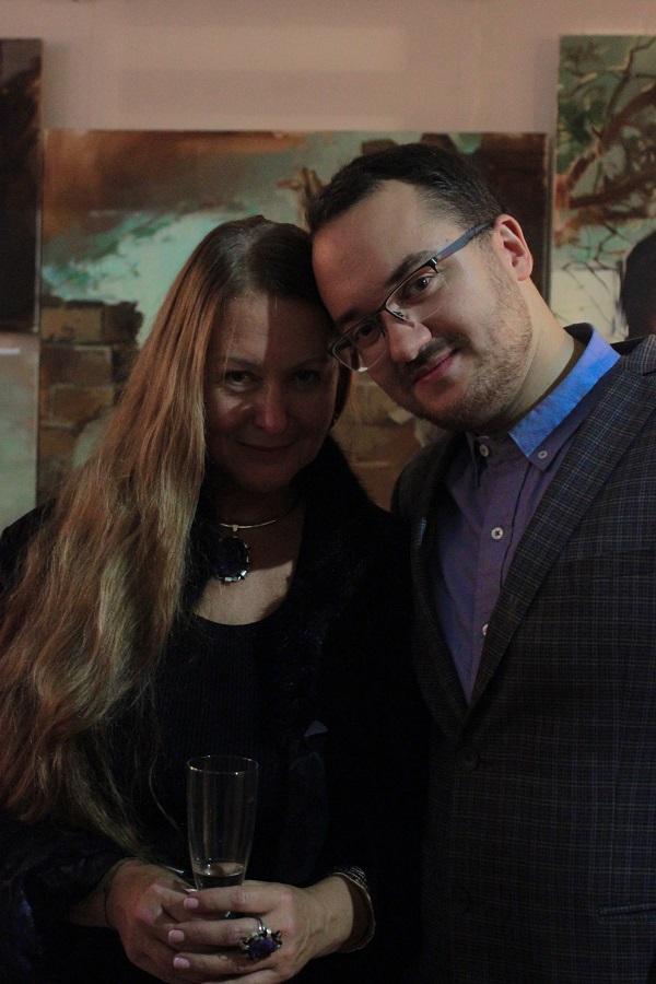 """Автор книги  """"Просто о вкусном, или Как получать удовольствие на кухне"""" Марина Пронякова  с сыном Андреем"""