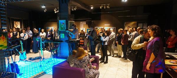 Выставка Bona Mente открытие зал Камин Выставка Bona Mente организатор Творческая Мастерская Рябичевых для Унивеситетской Клиники