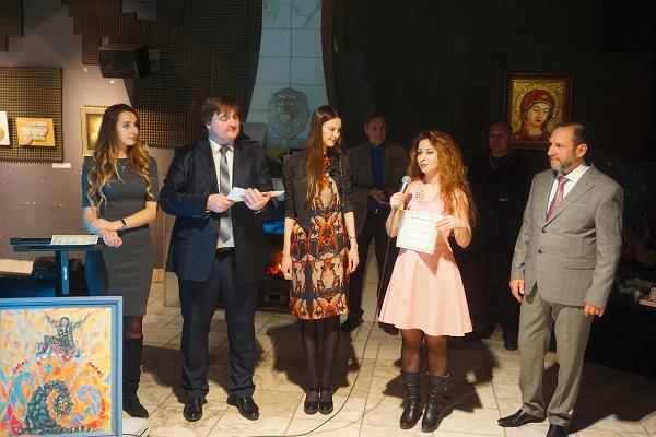 Художник Ихлас Джамиль Аль Факих награждение дипломом выставки Bona Mente