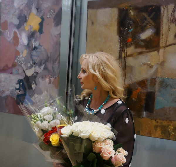"Лариса Белима художник, автор выставки  ""Импровизации на тему..."""