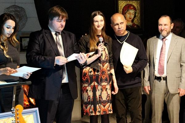 Награждение дипломом-благодарностью от организаторов  Йослена Арриохоса Орсини