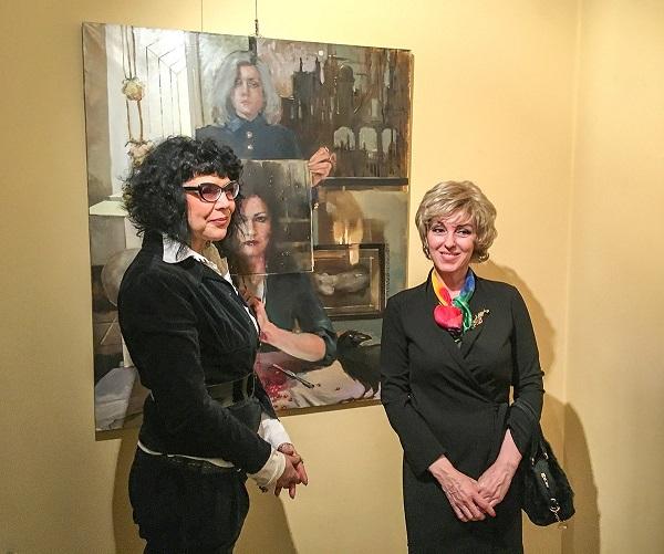 Татьяна Кузьмина-Чугунова и гость выставки  Ирэна Усова