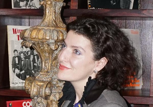 Мари Азнавур в свое время создала немало мероприятий, в том числе и музыкальных на разных площадках в Москве. В Европе сейчас чувствуется новая волна интереса к авангардному джазу, -- заметила Мари, и обстановка в этот вечер программы  TRANE ZEN ART напомнила ей о недавних путешествиях в Лондон.
