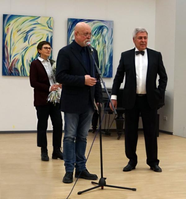 Николай Шумаков, президент Союза московских архитекторов открывает выставку Евгения Окиншевича