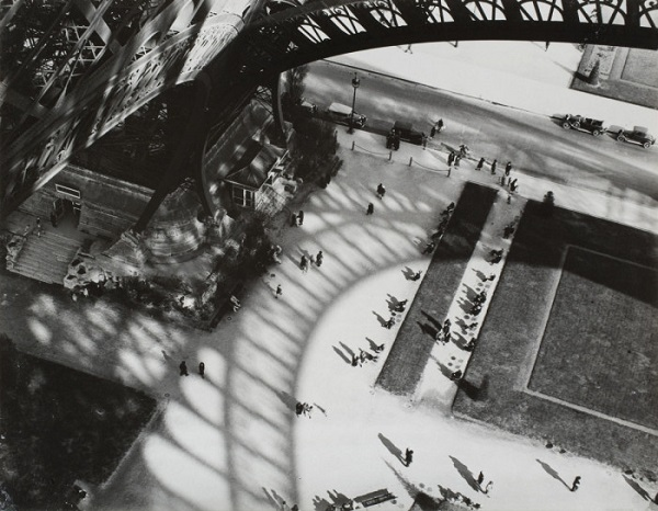 "Андре Кертес ""Тень от Эйфелевой башни""  Франция, Париж  1929 г."