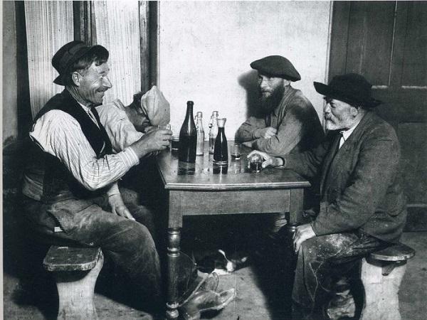 Андре Кертес Отдых после работы Париж, Франция 1929 г.