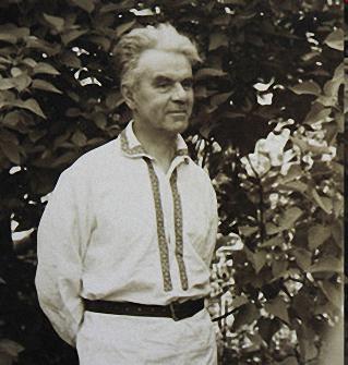 Леонид Колесников (18 мая 1893 —- 28 января 1968, Москва)селекционер, создатель нескольких сотен сортов сирени, лауреат Сталинской премии 1952 года