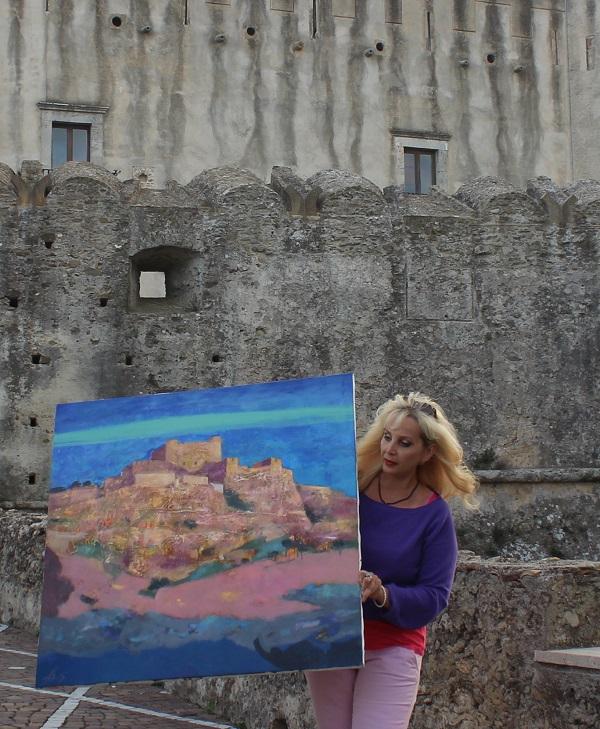 Художник Лариса Белима с картиной для Музея Санта-Северины