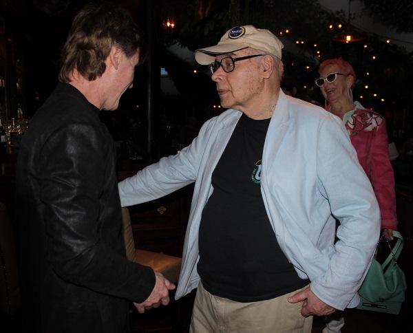 Михаил Сапожников встречает гостей  программы  TRANE ZEN ART  в Клубе Алексея Козлова