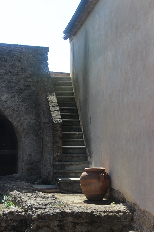 Старинные стены Санта-Северины Фото Даниэла Рябичева