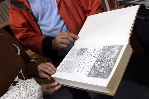 Основан город был греками, а расцвел в IX – XI веках в период Византийской империи. В библиотеках и музейных собраниях Санта-Северины множество фолиантов хранит память об истории города