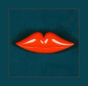 Пуговица-брошь, созданная Эльзой Скиапарелли, вдохновленной произведениями Сальвадора Дали