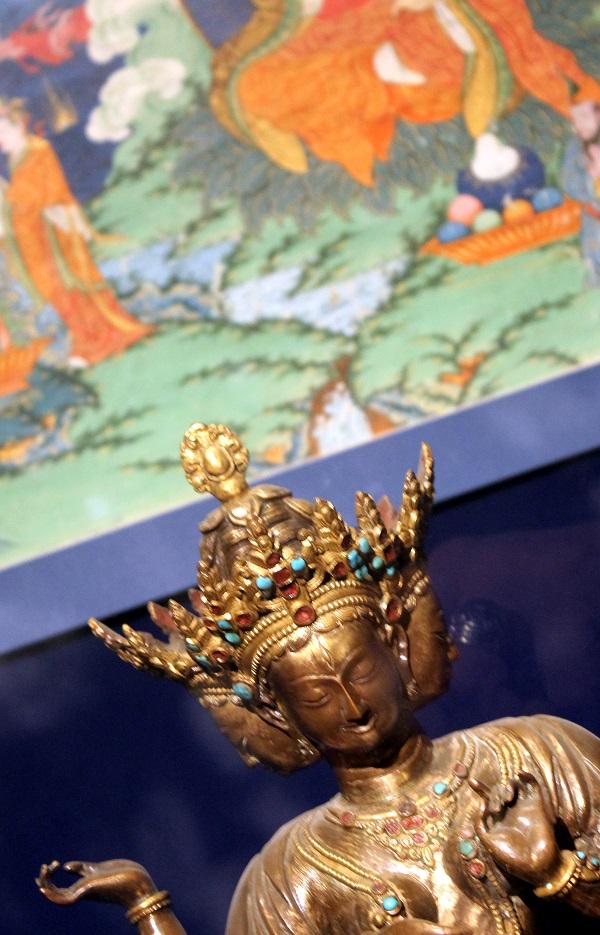 Ушнишавиджайя  18 в. медный сплав, литье, чеканка, позолота, раскраска Индия  Музей Востока, Москва