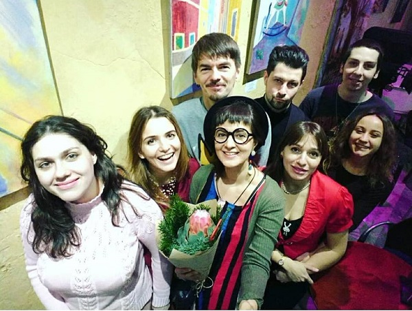 Любовь Нова и гости ее выставки в галерее Парадиз Арт-Релиз.РФ
