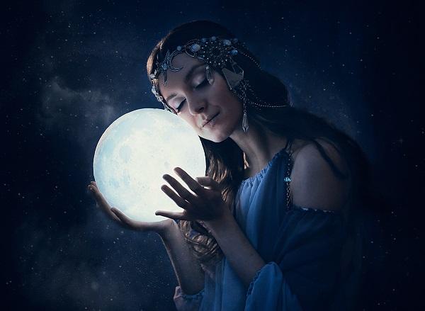 Первая художественная выставка на Луне, автор Дара Иоанниди, куратор проекта Первая Выставка на Луне София Загряжская Арт-Релиз.РФ