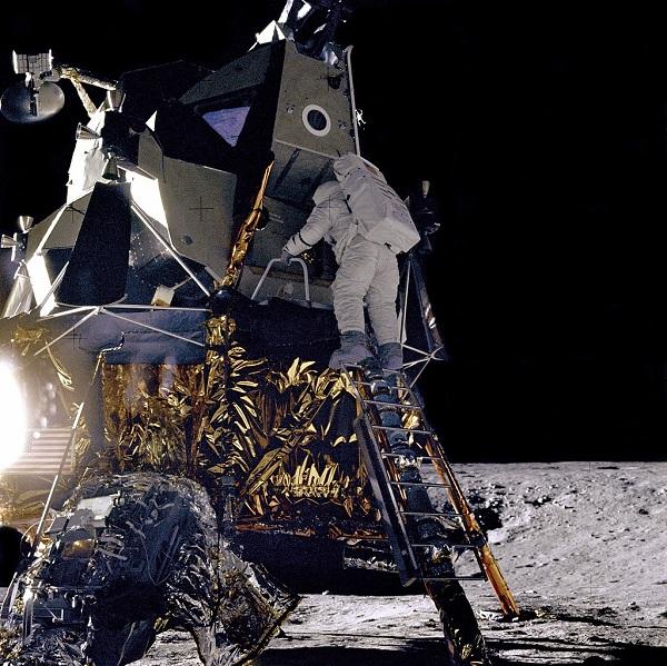 """Лунный посадочный модуль  """"Аполлон - 12""""  фото: NASA 1969 г."""