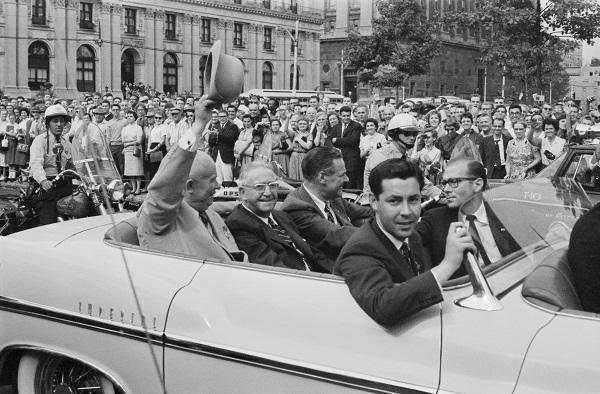 Александр Устинов Визит Никиты Хрущева в США. Первый секретарь ЦК КПСС Никита Хрущев приветствует американцев 19–20 сентября 1959 г.