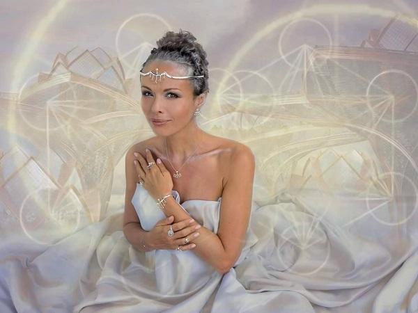 """Каора Сандара   дизайнер, художник   основатель бренда  """"About Angels"""""""