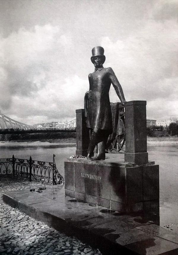 Скульптор  Олег Комов Памятник А.С. Пушкину в г. Калинине 1974 г.