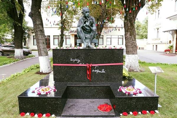 Памятник Махатме Ганди скульптор Александр Рябичев Арт-Релиз.РФ