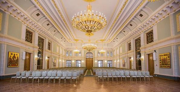СОБОРНАЯ ПАЛАТА Истинный шедевр возрождённой старинной архитектуры. Роскошество убранства, в лучших традициях дворцовых интерьеров XVIII-XIX веков, огромное внутреннее пространство, изумительная акустика - всё это позволяет причислять Соборную палату к лучшим концертным залам современной Москвы.