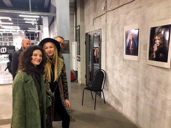 """Авторы  Елена Будовниц и Дара Иоанниди  на своей выставке  в Центре дизайна """"Флакон"""""""