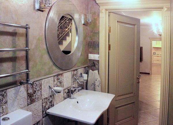 В оформлении дома использованы только натуральные материалы -- керамика, дерево, камень на фото первый этаж  дома Yamontovo Villa